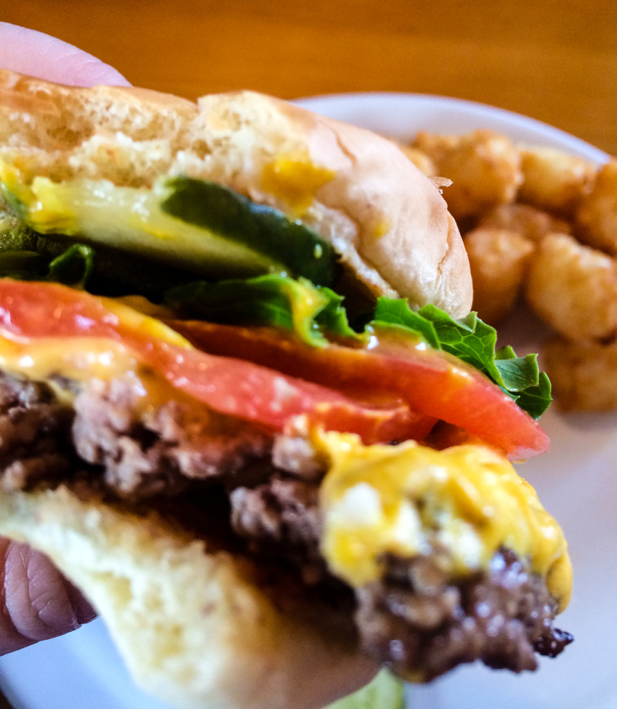 A classic cheeseburger and tater tots at Art's Tavern (Erin Klema/The Epicurean Traveler)