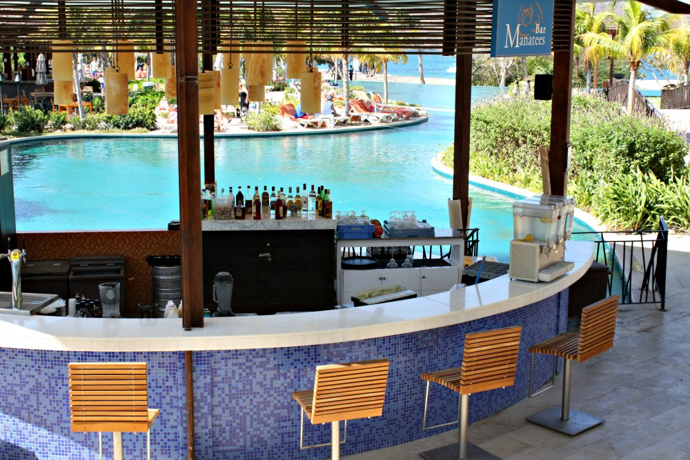 Dreams Las Mareas all-inclusive resort poolside swim-up bar