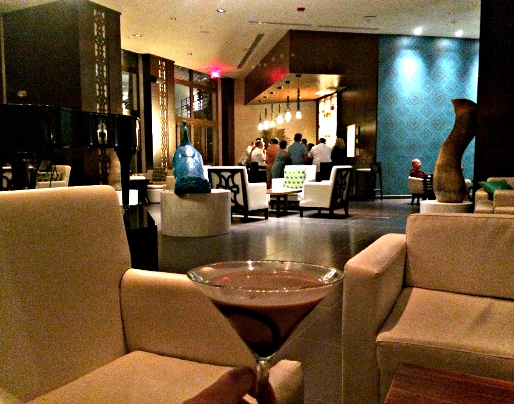 At the Rendezvous Bar, you can sip drinks, listen to the self-playing piano, and wait for your table at one of the restaurants downstairs. (Erin Klema/The Epicurean Traveler)