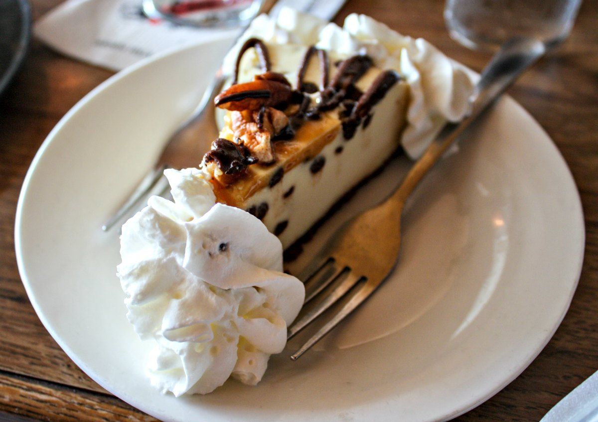 Lindey's Prime Steak House Muddy Paws Turtle Cheesecake