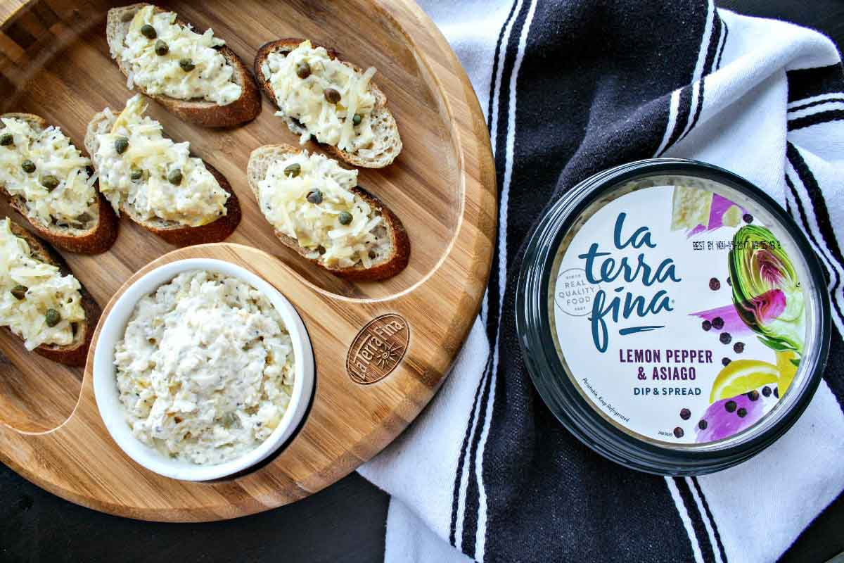 La Terra Fina Lemon Pepper & Asiago Crostini