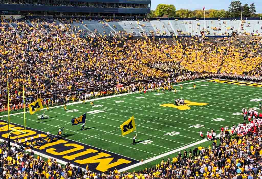 Michigan game day in Ann Arbor, Michigan #sponsored #ErinInAnnArbor #AnnArbor